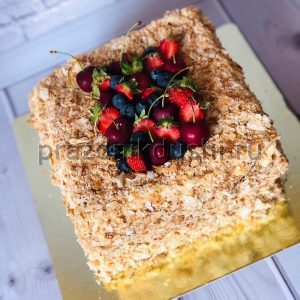 Торт — Чернично-клубничный