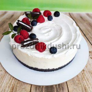 Торт с садовыми ягодами